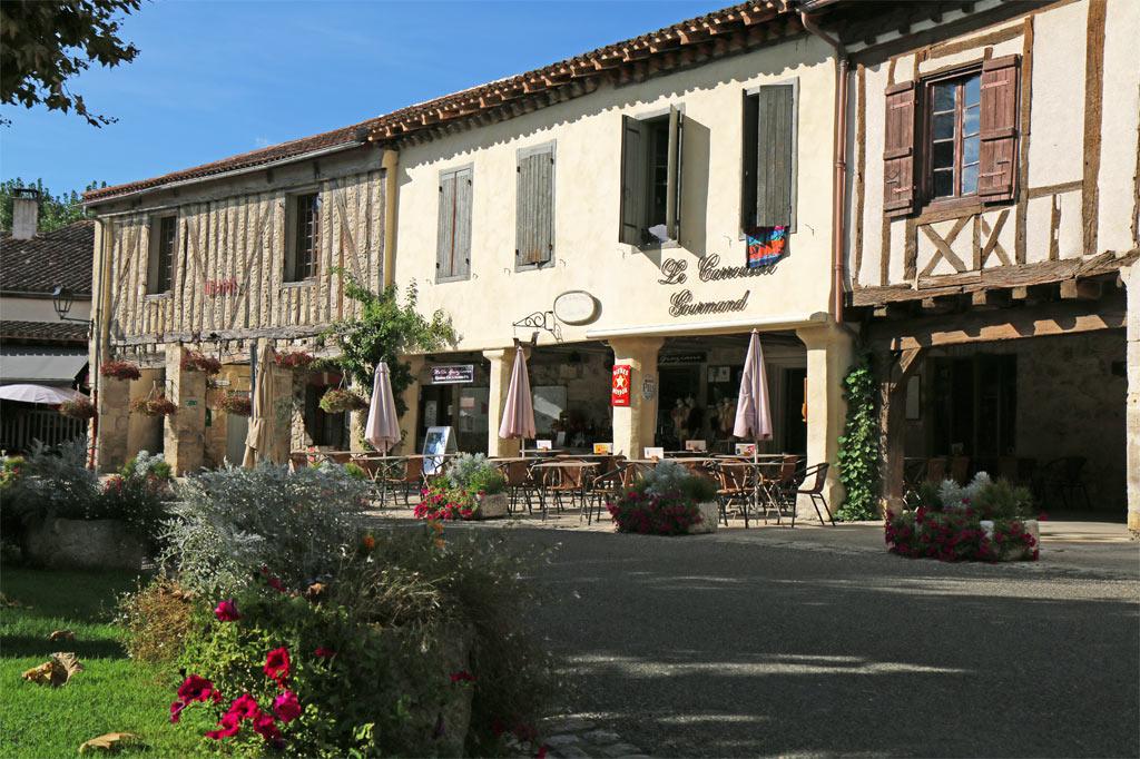 Restaurant le Carroussel Gourmand et au-dessus les chambres d'hôtes