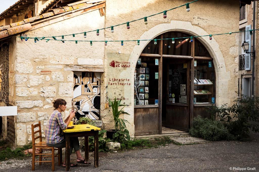 Une librairie/café dynamique et agréable à Sarrant