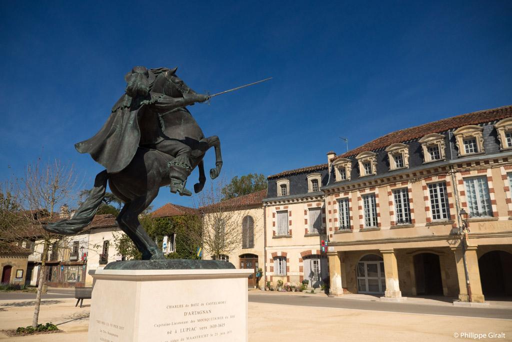 Statue de d'Artagnan à Lupiac